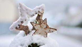 Drinnen & draußen weihnachtlich geschmückt